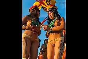 Indias de varias tribos indígenas pelo o mundo