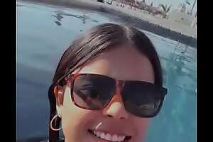 Morrita de Nayarit bañandose en alberca