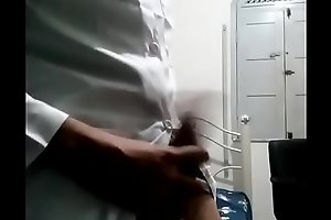 Doutor se masturbando gostoso