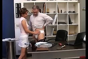A dirty young slut makes sex with older for money