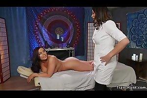 Tranny masseuse fucks tied up babe