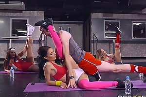 Brazzers - sophia laure acquires screwed at yoga school