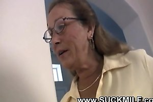 Simmering cougar granny sucks youthful beam