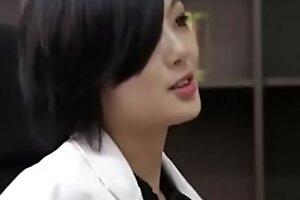 亚洲护士穿着高跟高跟拖鞋是否对她毫无意义
