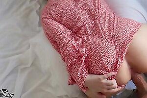 步骤妹妹他妈的快速在饼旁边在她的可爱的在连衣裙
