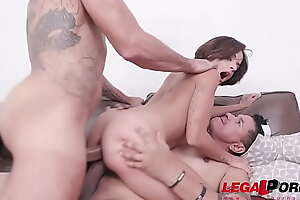 Lady Milf first time double penetration with 2 huge cocks YE032