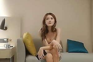 把身材超棒又性感的大波浪中国美女按在沙发上啪啪啪